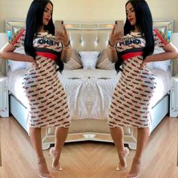 robe de femme courte d'or Promotion Fandi Marque Imprimer Midi Robe D'été Femmes Casual Mode Lettre Imprimé Col Rond À Manches Courtes Mince Street Party Dress Blanc