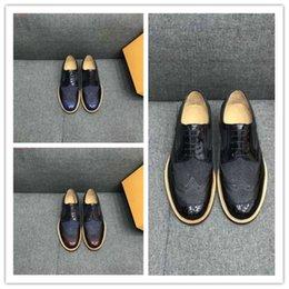 Zapatos de marca importados de cuero genuino Costura de tejidos transpirables Forro dérmico Impresión de los hombres zapatos de negocios zapatos de vestir desde fabricantes