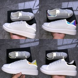 2019 pieles zapatos para hombres Alexander McQueen Nuevo Reflective Casual Platform Shoes Womens Balck White Golden Red Navy Snake Skin Leather Falt Sneakers fashion luxury Men Designer Shoes pieles zapatos para hombres baratos