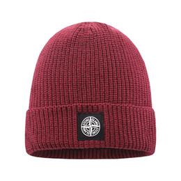 2019 punto negro sombrero estrella roja Gorra Beanie nueva manera caliente para mujer para hombre de la gorrita tejida caliente del invierno de punto de capó Espesar caliente de lujo