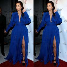 Kardashian vestidos de tapete vermelho on-line-2020 Sexy Estilo V-neck mangas compridas Side Slit Dividir Prom Dress Royal Blue Chiffon Evening Vestidos Kim Kardashian Red Carpet Celebrity Dresses