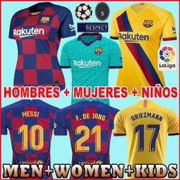 Camiseta de fútbol messi online-HOMBRE + NIÑOS 2019 2020 Barcelona Soccer Jersey de fútbol Barcelona Camisetas de Fútbol 19 20 Barca Messi DE JONG GRIEZMANN Rakitic Fútbol Jersey kits Conjuntos Uniforme mujer