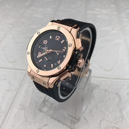 Orologi d'oro uomini online-Orologio da uomo d'affari nero d'oro Top Luxury Fashion Watch Orologio da uomo al quarzo d'oro Sport Men's Regarder
