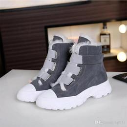 Botas viejas de cuero online-Estación Europea de lana de suela gruesa Casual calzado deportivo Algodón Cuero velcro de alta para ayudar a las mujeres Zapatos viejos, además de terciopelo corto botas de invierno