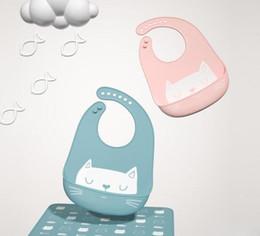 Plastikschürzen online-Einstellbare Lätzchen EVA Kunststoff wasserdicht Mittagessen Fütterung Lätzchen Baby Cartoon Fütterung Tuch Kinder Baby Schürze zum Essen