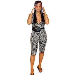 2019 mamelucos hasta la rodilla mujeres Geométrico cuello en V sin mangas mamelucos Womens Jumpsuit Shorts longitud de la rodilla Playsuit mujeres Bodycon Casual Body mamelucos hasta la rodilla mujeres baratos
