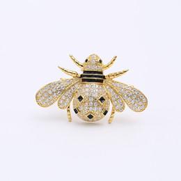 Deutschland Neue koreanische kreative weibliche Brosche eingelegter Zirkon hochwertige niedliche Biene Cartoon Brosche Temperament weiblichen Mantel Pin exquisite Schmuck Zubehör Versorgung
