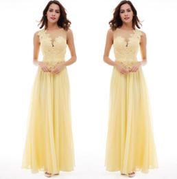 Vestido de dama de honor con pliegues amarillos online-Vestidos de dama de honor de gasa escarpada con malla superior amarilla 2019 Apliques de encaje fruncido Fiesta de invitados de boda larga Vestidos de dama