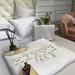 Set di comodini per lenzuola online-Comforter all'ingrosso libero imposta nuovi Coming Set di biancheria da letto 4 pezzi modello speciale stile trapunte federa lenzuolo decorazione della casa