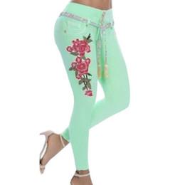 девушки размер длинные джинсы Скидка Плюс Размер 5XL Сексуальные Женские Джинсы Вышивка Цветок Эластичные Узкие Брюки Девушки Длинные Джинсовые Карандаш Брюки Брюки Высокой Талией Push Up