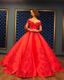 Longues robes de soirée lourdes en Ligne-Rouge Robe De Soirée De Bal Robe 2018 Longues Élégantes Femmes Robe De Quinceanera Lourd Perlé Cristal Profond À Manches Longues Doux 16 Robes
