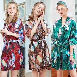 Bayan Gecelik Kısa Gecelik Ipek Bayanlar Pijama Büyük Boy Bornoz Bornoz Ev Giyim Pijama Çiçek Baskılı 2019 Yeni Moda cheap short nightdress nereden kısa gece giyimi tedarikçiler