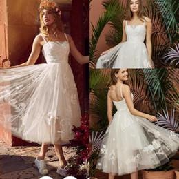 vestidos de recepción de boda blanco negro Rebajas Elegante blanco negro de encaje de longitud del té Vestidos de boda para las niñas Littld 2019 Spaghetti Boho Beach Garden Vestidos de recepción nupciales Tamaño más barato