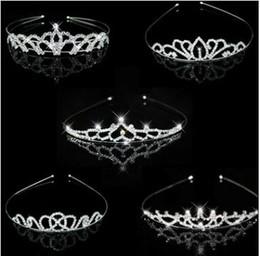 topo de bolo de coroa Desconto Aniversário de casamento rhinestone crown headband crianças mulheres claro cristal headwear Tiaras liga favor partido presentes presentes topper do bolo decorações