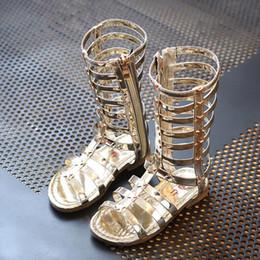 Yeni Çocuk Ayakkabıları 2019 kızlar gladyatör sandalet çizmeler fırçalama deri yaz altın siyah yüksek top moda roma çocuk sandalet yürüyor bebek ayakkabı supplier roman sandals black nereden romantik sandaletler siyah tedarikçiler