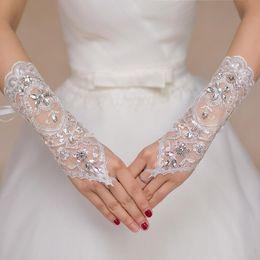 guanti immagini Sconti Economici Guanti da sposa in pizzo corto Guanti da sposa in rilievo Cristalli Accessori da sposa Guanti di pizzo per le spose senza dita Sotto il gomito Lunghezza