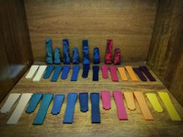 Canada Bracelets de montre colorés de haute qualité de la classe AAA, nouveaux accessoires de bracelets de montre étanches souples et durables avec boucles en acier originales argentées Offre