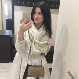 lenço listrado branco azul Desconto Listrado branco luxo- azul lenço de algodão Primavera Mulheres Estilo de arte retro cobertor macio Lenços básicos Big Size Xaile Hijab presente do ano novo