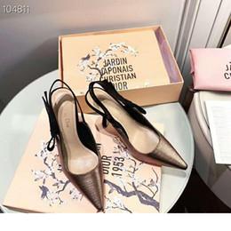 Sandalias de gato online-2019 nuevas sandalias clásicas para mujer, tacones de gato con incrustaciones de diamantes de sentido simple metálicos, sandalias para todos los días