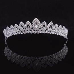 Ornamento del pelo de la novia de la boda online-Tiara nupcial cristalina de plata diseñador 3D magnífico Corona novia vendas de las mujeres de lujo joyería y accesorios de baile de pelo adornos de pelo de la boda