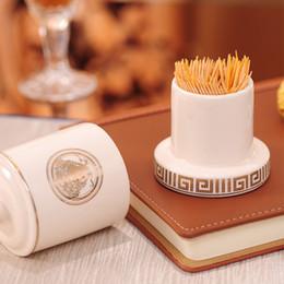 tubos artesanales Rebajas Necesidades palillo de dientes de cerámica de estilo europeo de lujo del tubo de moda de alta gama creativos del hogar Tabla diarias titulares Decoración del arte de palillo de dientes