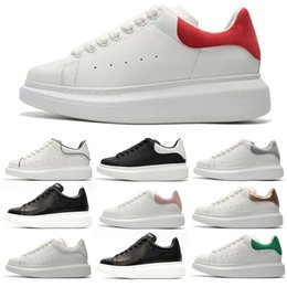Canada McQueen Nouveau créateur de mode luxe homme casual chaussures de remise en forme en cuir hommes femmes blanc chaussures confortables en cuir chaussures plates occasionnels supplier casual mode men Offre
