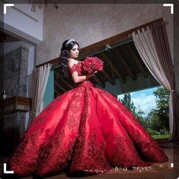 vestidos 15 cor coral Desconto Barato vestido de baile vermelho quinceanera vestidos para meninas cetim off ombro apliques longo sweet 16 vestidos de baile vestidos formais