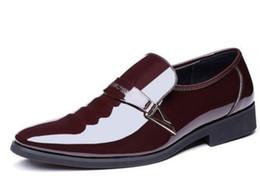Scarpe a forma di tacco basso online-2018 Abbigliamento formale Scarpe da uomo in primavera e autunno con nuovo stile Tacco basso a punta fine @ 12