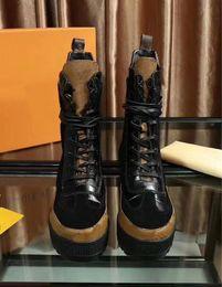 Bottes de moto style martin en Ligne-Style européen classique femme chaussures, dames'Shoes, bottes Martin, bottes de moto, bottes sexy couture design decoration fond en caoutchouc