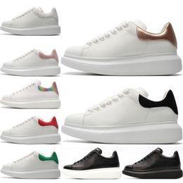 2019 sapatas de tênis vermelhas das meninas Moda Homens Mulheres Sapatos Casuais menina preto branco sneakers homens mulheres triplo preto verde vermelho cinza ouro trainer tênis sapatos de desporto 36-44 sapatas de tênis vermelhas das meninas barato