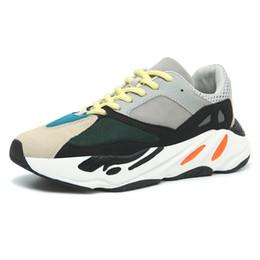 Nueva llegada Zapatillas deportivas súper cómodas para entrenar Hombres Zapatillas 700 Runner Runner Zapatillas de deporte auténticas de calidad desde fabricantes