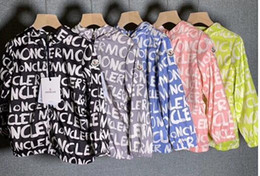 Ropa de protección de verano online-Moda infantil marca de verano impresión de la letra M chaquetas ropa ropa de protección solar Outwears con sombreros abrigos con cremallera para 3-12T