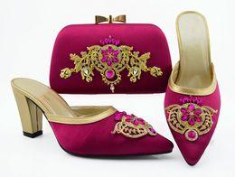 2019 b robes sac à main Les chaussures les plus populaires de femmes magenta correspondent à un sac à main avec des pompes africaines et un sac en strass et décoration en métal QSL009, talon 9CM b robes sac à main pas cher