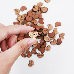 Coeurs en bois pour l'artisanat en Ligne-100pcs / pack décoration de mariage en bois amour forme de coeur pour les mariages plaques Art Craft embellissement couture décoration boutons