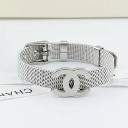 Correas de titanio online-Correa de calidad superior pulsera correa clásica de moda de Europa y América hebilla de cinturón de acero de titanio amantes de la joyería de la joyería