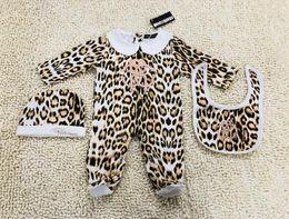Leopardo romper roupa on-line-Estampa de leopardo MENINAS recém-nascido jumpsuit Bebê Meninas Roupas cap Romper Bib terno Algodão Roupas de Bebê conjunto de layette NOVO