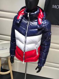 2019 cappotti di abbigliamento sportivi New Hot Mens Designer Jacket Autunno Inverno Coat Windbreaker Marca Coat Zipper Coat Outdoor Sport Giacche Plus Size Uomo Abbigliamento M-3XL cappotti di abbigliamento sportivi economici