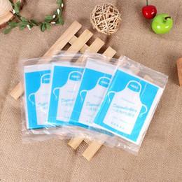 Plastikschürzen online-Einweg Schürze Kochen Reinigung Kunststoff Schürzen Transparente Einfache Verwendung Küchenschürzen Für Frauen Männer Schnelles Verschiffen QW9656