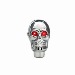 Manopole rosse online-Argento Chrome Skull manopola del cambio manuale leva del cambio Manopole - LED rosso Occhi Luminosi