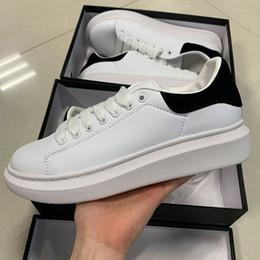 Novos sapatos pretos on-line-2019 Designer De Marca De Luxo sapatos casuais de couro branco para a menina mulheres homens preto ouro vermelho moda confortável tamanho plano sneakers 35-43
