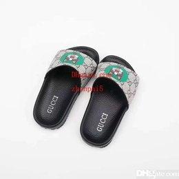 2019 billige mädchen hausschuhe Kind Pantoffel Jungen Haus Kleid Hausschuhe Schuh Mädchen schwarz billige Sandalen Lederschuhe für Jungen Mädchen Kleid Eu 26-35 rabatt billige mädchen hausschuhe