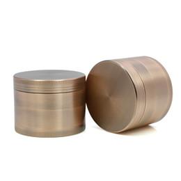 2019 plataforma de aluminio Amoladoras de hierbas metálicas 4 capas 55mm Material de aleación de aluminio Amoladora del tabaco con colector de polen para pipa humeante de plataforma petrolera plataforma de aluminio baratos