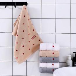 2019 hand bestickte geschenke Liebes-Herz gestickte Terry-Baumwolltücher 34 * 74cm weiche saugfähige Tücher Badezimmer-Liebhaber / Paare stellen Waschlappen-Handtuch-Geschenk gegenüber günstig hand bestickte geschenke