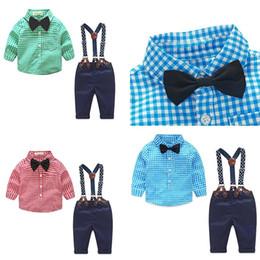 chándal niño al por mayor Rebajas Establece Diseñador Kid ropa resorte del otoño bebé recién nacido ropa infantil caballero Traje camisa de tela escocesa de la pajarita Suspender Trajes Pantalones 2pcs