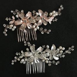 vendita all ingrosso lega fatti a mano con strass di cristallo perle  d acqua dolce fiore matrimonio capelli pettine accessori per capelli da  sposa accessori ... 84010251232c