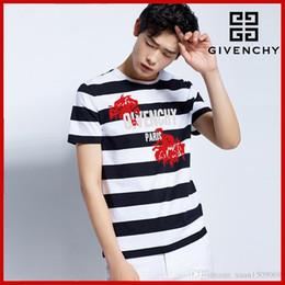 6125f8cf99 T-shirts de manga curta para os homens o novo verão 2019 tendência folgada  t-shirts de manga curta preto e branco listrado dos homens