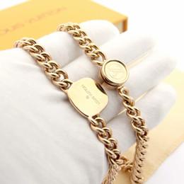 цепное ожерелье Скидка Новые роскошные ювелирные изделия из нержавеющей стали цепи кулон бренды дизайнер V ожерелье Мужчины Женщины ожерелье квадратный кулон 0.7 * 2.2 cmr Bijoux Femme