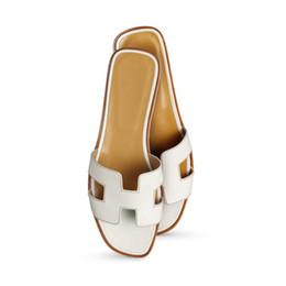 Sandalias de dedos online-Diseñador de la mujer oran sandalias de cuero mule niñas moda de la calle dedo del pie abierto zapatillas chanclas tamaño euro 35-42