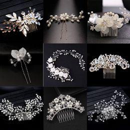 Ornamento de la flor del pelo nupcial online-Estilo de la mezcla Elegante Crystal Pearl Flower Hair Jewelry Accories de la boda Hair Comb Bridal Tiara Hair Adornos al por mayor