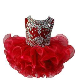 Недорогие короткие красные платья онлайн-Sparkly Red Toddler Girls Pageant Платья 2019 Дешевые Короткое бальное платье из органзы с оборками Кристалл бисером Девушки Дети Вечернее платье выпускного вечера